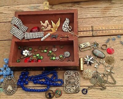 A Collection Of Vintage Jewellery Bits And Pieces In Vintage Wooden Casket