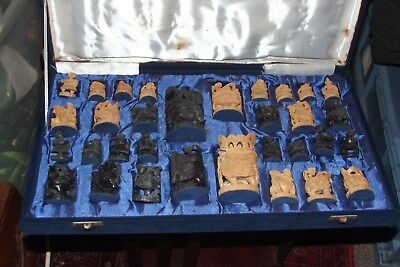VINTAGE Art Deco Anglo-Indian Sandalwood & Ebony Elephant Chess Set Complete