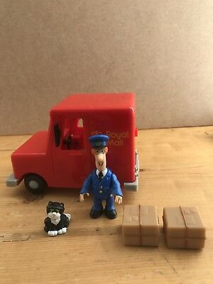 Postman Pat Musical Van with Characters, 2 Parcels and Opening Doors