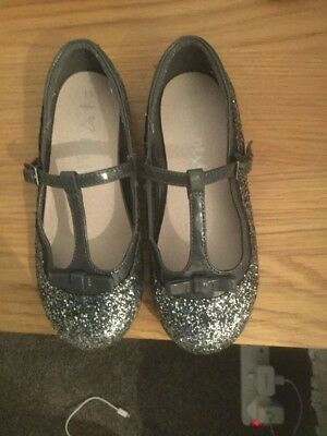 Excellent condition. Girls party shoes. Next size 11