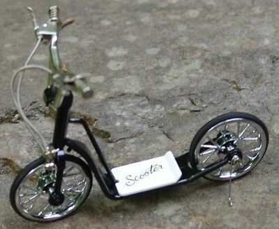 Miniature Die Cast Scooter 1:10 Scale NIB