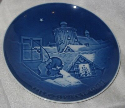 Vintage Bing and Grondahl Blue and White Porcelain Plate 1977 Christmmas Plate