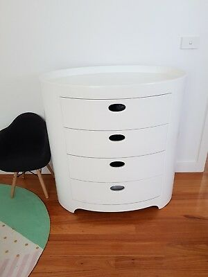 Chest of drawers change table
