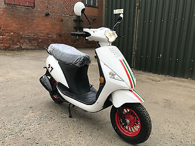 Sinnis Street 50Cc Scooter 2017 Moped Ex Demonstrator Very Low Miles