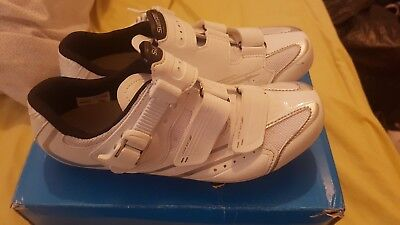 Shimano womens cycling shoes uk 6 with cleats covers and Altura overshoes