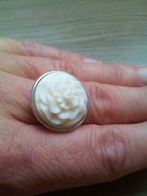 Beautiful Vintage sterling silver flower carved Ring