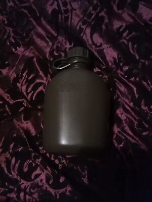 US Army 1 quart water canteen clean condition good bottle.