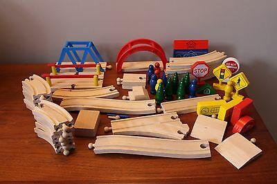 Thomas The Train Wooden Track plus Accessories 2 Small Bridges Wood Signs