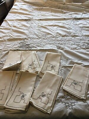 Large Embroidered Tablecloth 7 Never Used Servietts