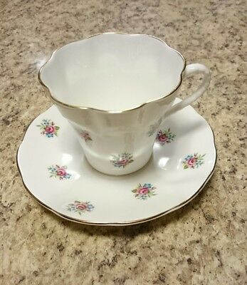 Montrose White With Pink Roses Scalloped Detailed Teacup & Saucer