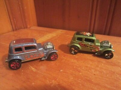Lot of 2 Vintage Hot Wheels Classic '32 Ford Vicky Flames Green Gray Red Wheels