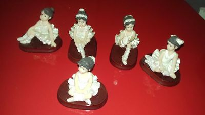 Lot de 5 figurines en resine  AFIBEL