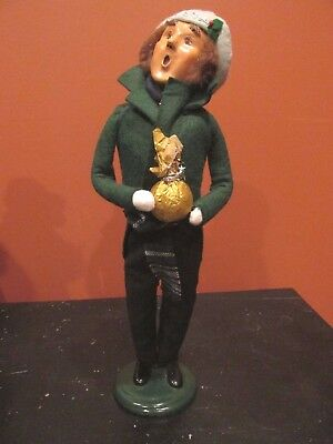 Byers Choice Caroler Man Holding Gift 2002 - Excellent!