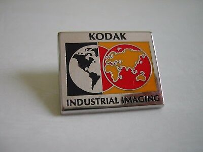 Pin's Photo KODAK - Le monde - Industrial Imagine par Arthus