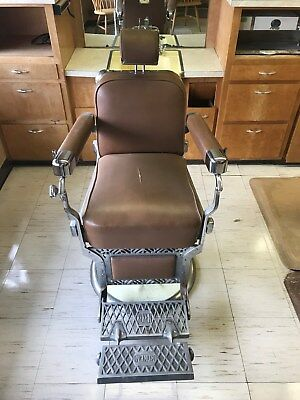 Barber chairs Koken 1949/50. Beautiful shape all hydraulics work!