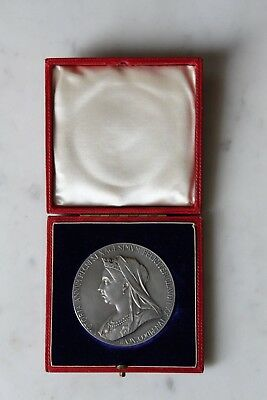 SUPERB CASED SILVER QUEEN VICTORIA 1897  DIAMOND JUBILEE MEDAL 56mm VNM.