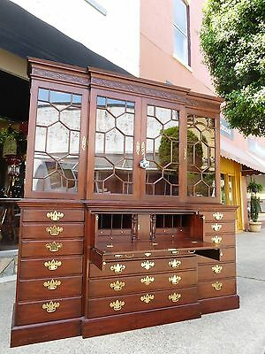Stately Warner Chinese Chippendale Bookcase By Henkel - Harris In Mahogany 20thc