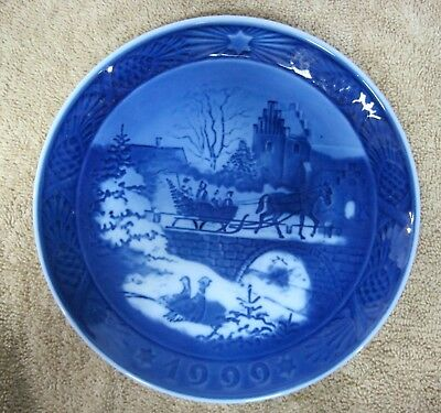 1999 Royal Copenhagen Christmas Plate Denmark The Sleigh Ride Danish Blue