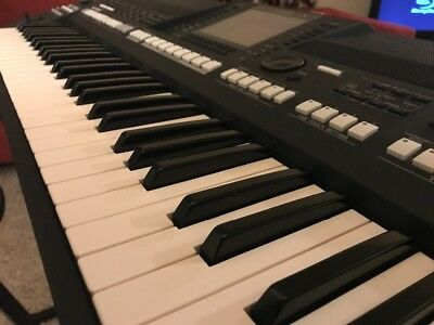 Yamaha PSR-A2000 Keyboard Synthesizer
