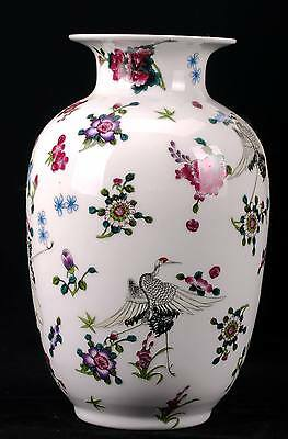 Exquisite Chinese Famille Rose Porcelain Hand-Painted Flower vase