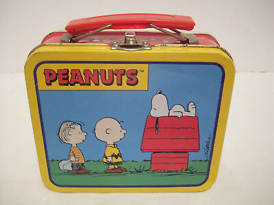 Charles Schulz Peanuts Snoopy tin Lunchbox
