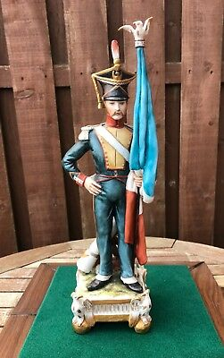 Nice Capodimonte Figure Of Napoleonic Imperial Guard Flag Bearer Soldier - Tiche