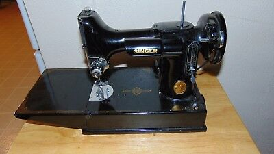 Singer 1941 221-1 Featherweight Portable Sewing Machine W/ Attachments & Case