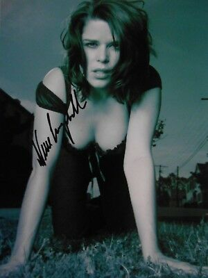 Neve Campbell  8x10 auto photo in Excellent Condition