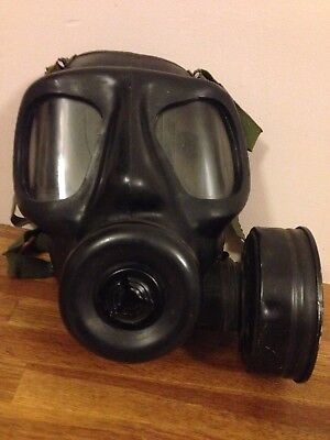 Vintage British army S6 Gas mask Respirator. dated 1963.