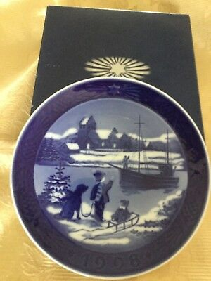 Royal Copenhagen 1998 Christmas Plate Welcome Home