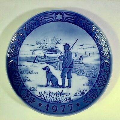 "Royal Copenhagen Christmas Plate 1977 ""Immeryad Bridge"" Man Hunting with Dog"