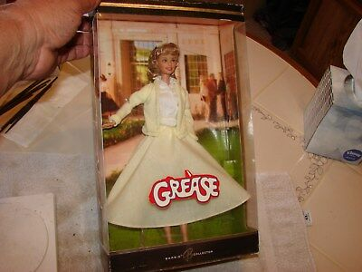 Barbie as Sandy from Grease 2004 Yellow Sweater & Skirt Stand + COA  NRFB