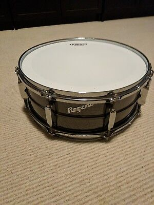 Vintage ROGERS SNARE DRUM. MINT CONDITION! SOFT CASE INCLUDED!