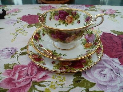 Vintage Royal Albert China Trio Avon Shape Tea Cup Saucer Old Country Roses.
