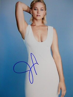 Jennifer Lawrence  8x10 auto photo in Excellent Condition