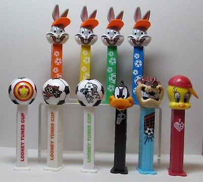 looney tunes PEZ open eyes Footballer bugs soccer cup Daffy Duck tweety Set o 10
