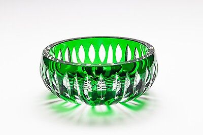 Coupe verte en Saint-Louis. Green bowl by Saint-Louis