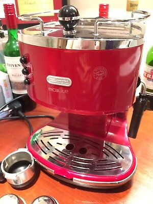 DeLonghi Micalite 1.4L Espresso Coffee Machine 15 Bar 1100W - Red