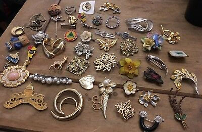 Job Lot Of Costume Jewellery, Brooches / Pins, Beautiful Little Collection.....