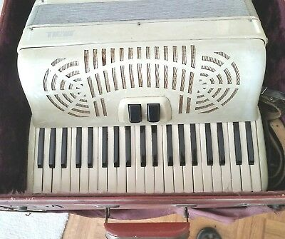 "Vintage Accordion ""Nunziola"" White Pearl 41 Key Note 120 Bass w Case, Italy"