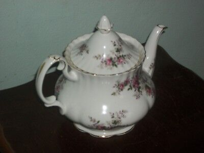 "Royal Albert """" Lavender Rose """" Large 6-8 Cup Tea Pot"