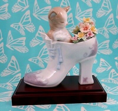 Lladro # 6743 ~ A COZY FIT ~ Kitten in Shoe   ***MINT***  BUY 1 GET 1 50% OFF