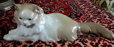 Lovely Nao By Lladro Angora Cat Laying Down Porcelain Figurine