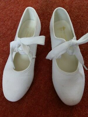 White girls canvas tap shoes, Size 13. Tappers and Pointers Dancewear