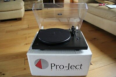 Pro-Ject Debut II Turntable with Lid & Ortofon OMB 5E.