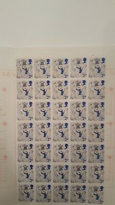 700 x 2nd CLASS COMMEMORATIVE STAMPS UNFRANKED WITH GUM FACE VALUE £392 EASYPEEL