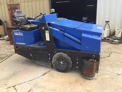 2004 American Lincoln 3366xp floor/parking lot industrial Sweeper