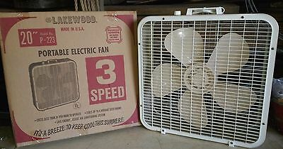 LAKEWOOD BREEZE BOX VINTAGE ELECTRIC FAN 20-INCH MODEL P-223 1980s with BOX (A)