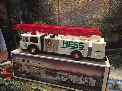 1989  Hess TOY TRUCK,Mint NEW  w/Original Box, Firetruck, NICE