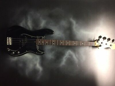 Fender Squier Precision electric bass guitar w/hardshell case